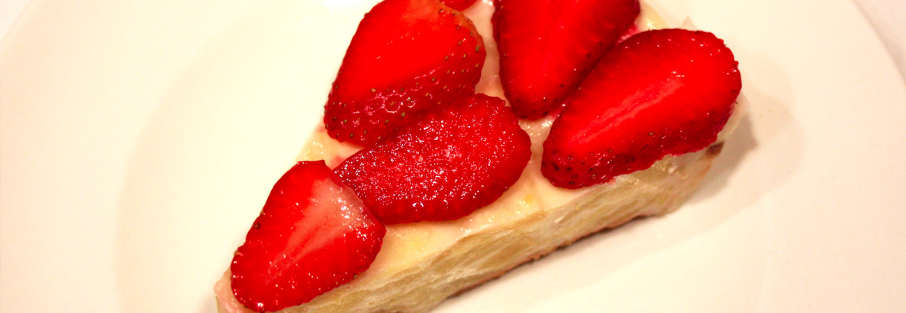Tarta de manzana con fresas
